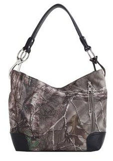 This Realtree Xtra Womens Concealed Carry Holster Purse has a great style and practical design that you are sure to love.