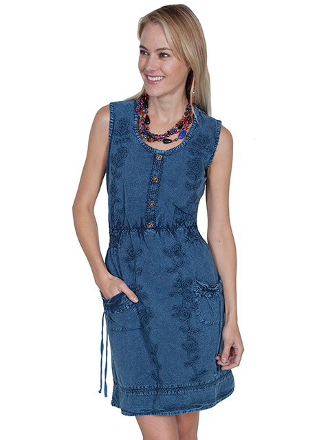 This Womens Peruvian Cotton Vine Sleeveless Blue Denim Short Dress has 2 front open pockets with tie closures. Lace tie back and floral vine soutache on front make a great country dress for women.