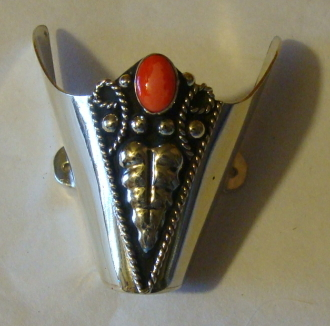 These Silver Vine Snip toe Silver cowboy boot tips have a Red Coral stone to dress up your cowboy boots or protect them from normal wear with sterling silver plated toe rands.