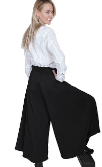 These lovely Scully Womens Black Suede Split Skirt or riding pants are comfortable and fashionable western riding pants for women in a machine washable sueded poly fabric with front pockets and are great for cowgirls.