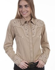 This Scully Women's Ivy Embroidered Tan Western Shirt is heavily embroidered on the front and back yokes with retro piping and pearl snaps including smiley pockets and a twisted piped vintage look.