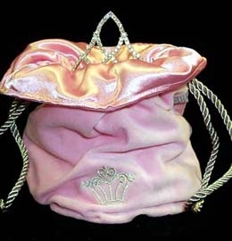 This Cowgirl hat Tiara bag in pink is great for rhinestone hat tiaras and your rodeo crowns for the county fair or any rodeo queen horse show.